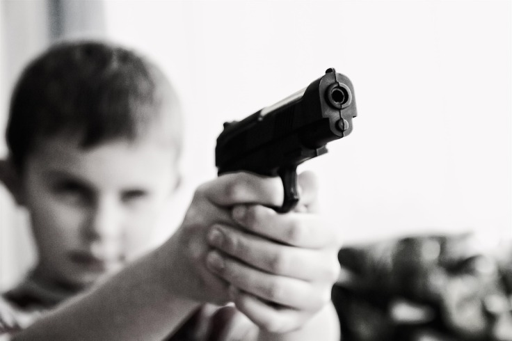 child-with-weapon-424772_1920-pixabay-CC0-pubdom