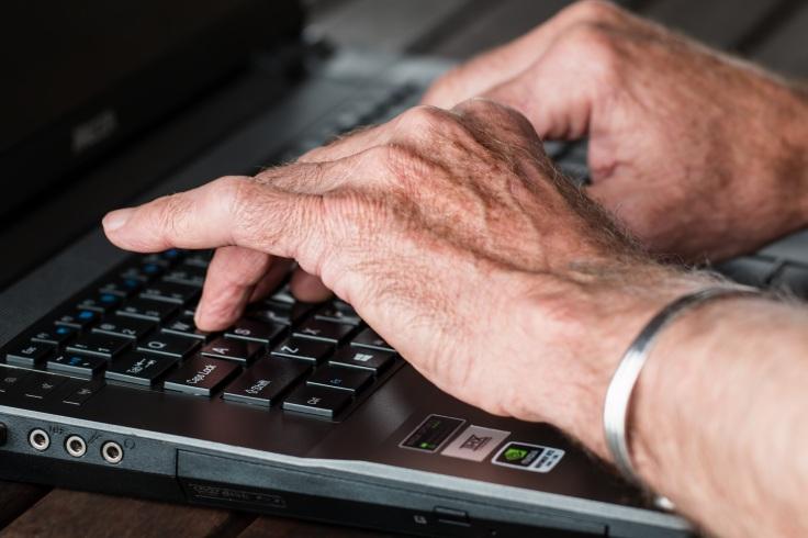 hands-545394-keyboard-pixabay-cc0-pubdom.jpg